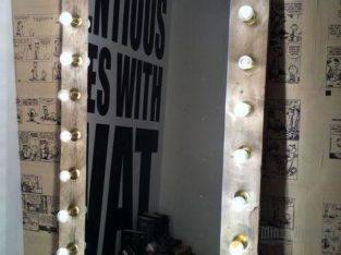 Зеркало гримерное с лампочками для дома или работы