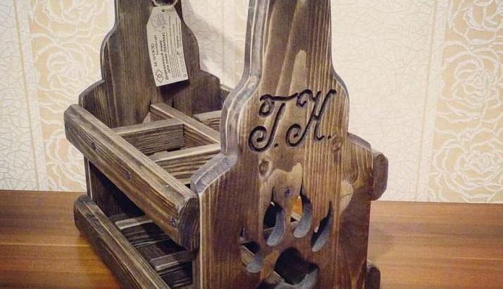 Деревянный ящик для пива с волчей лапой