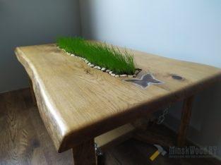 Стол из массива с живой травой
