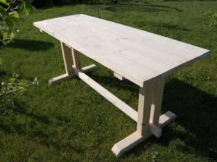 Стол из массива дерева для сада