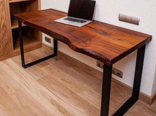 Стол с неровным краем из массива в стиле LOFT