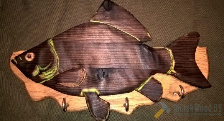 Ключница деревянная с карасиком, 320 на 200мм.